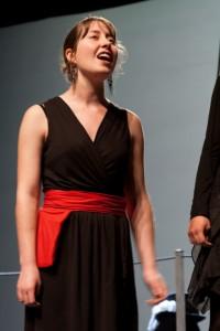 Élise Marie, soprane, lors d'une représentation du groupe Veni vedi canto - 2011